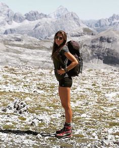 adventure You are in the right place about hot Hiking Outfit Here we off Cute Hiking Outfit, Trekking Outfit, Summer Hiking Outfit, Outfit Winter, Running Shorts Outfit, Mountain Hiking Outfit, Hiking Boots Outfit, Running Outfits, Running Style