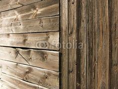 Braunes Holz eines Schuppen am Bartholdskrug bei Bielefeld im Teutoburger Wald in Ostwestfalen-Lippe