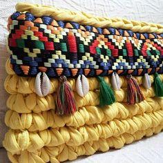 Клатч из трикотажной ленты #трикотажнаялента #трикотажнаяпряжа #трикотажнаяпряжа_provans #вязание #knit #knitting #вяжутнетолькобабушки #модноевязание #уютвдоме #вязанаясумка #сумка #клатч #аксессуары