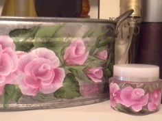 One stroke flowers on tin and plastic for the bathroom