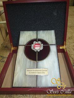 Ólomüveg ajándéktárgy  http://hu.sooscsilla.com/olomuveg/ http://hu.sooscsilla.com/portfolio/szines-olomuveg-ereklyetarto-egyhazi-vallasi-templomi-uveg-doboz-ajandektargy/