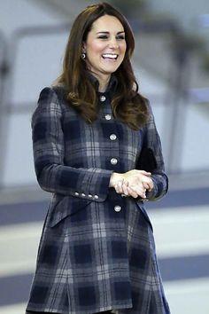 Kate Middleton foi fotografada durante visita à Arena Emirates, em Glasgow, na Escócia; o local será palco de vários eventos em 2014