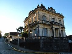 Garibaldi, RS, Brasil -  casarão antigo