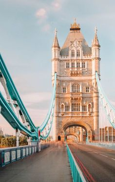 Day Trips From London, Things To Do In London, Places To Travel, Places To Visit, London Dreams, Tower Bridge London, Beautiful London, Original Travel, London Life