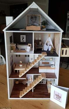 Kacey Farmilo created the designer dollhouse as a birthday gift for her one-year-old niece Barbie House Furniture, Doll Furniture, Dollhouse Furniture, Barbie Dolls Diy, Barbie Doll House, Barbie Clothes, Modern Dollhouse, Diy Dollhouse, Homemade Dollhouse
