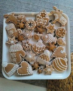 Christmas Cookies Gift, Christmas Biscuits, Christmas Cupcakes, Christmas Gingerbread, Christmas Goodies, Christmas Desserts, Gingerbread Cookies, Holiday Cakes, Holiday Treats