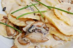 Foie gras ravioli with crepes mushrooms and asparagus Easy Appetizer Recipes, Healthy Salad Recipes, Yummy Appetizers, Wine Recipes, Cooking Recipes, How To Cook Pasta, Italian Recipes, Stuffed Mushrooms, Foie Gras