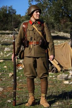 Hellenic Army, Greek Independence, Greece History, Ww2 Uniforms, Greek Warrior, Army Uniform, Red Army, Figure Model, Soviet Union