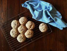 15 FIT Przepisów na Dietetyczne Bułki Bread, Cookies, Desserts, Fitness, Food, Crack Crackers, Tailgate Desserts, Gymnastics, Biscuits