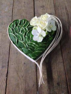 Arrangement floral coeur Fleurs : Orchidée Artist: Stéphane Brassart
