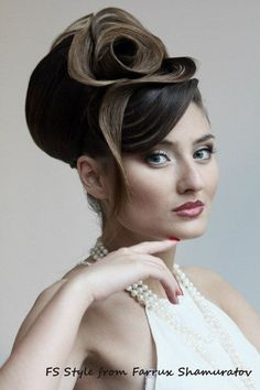 One of the best and unique hairstyles for girls in parties. Creative Hairstyles, Unique Hairstyles, Formal Hairstyles, Vintage Hairstyles, Russian Hairstyles, Beehive Hairstyles, Party Hairstyles, Girl Hairstyles, Wedding Hairstyles