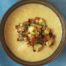 Fresh Corn Soup Topped with Roasted Corn Guacamole Recipe on Snooth Eats Corn Recipes, Great Recipes, Favorite Recipes, Yummy Recipes, Korma, Biryani, Corn In The Oven, Corn Soup, Corn Chowder