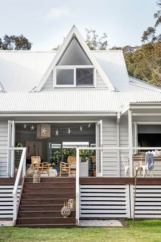 Deck Skirting Ideas - Search photos of Deck Skirting. Locate concepts as well as ideas for Deck Skirting to add to your personal house. House Skirting, Deck Skirting, Style At Home, Weatherboard House, Queenslander, Casa Patio, Exterior Cladding, Timber Cladding, Cladding Ideas