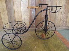 Feito com ferro e detalhes em madeira!! Excelente acabamento! =) R$ 220,00