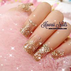 nails uñas doradas glitter