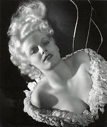 Jean Harlow photographed by George Hurrell. Hollywood Stars, Old Hollywood Glamour, Golden Age Of Hollywood, Vintage Glamour, Vintage Hollywood, Classic Hollywood, Vintage Beauty, Hollywood Icons, George Hurrell
