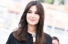 Monica Bellucci: the fear of playing Maria Callas at the theater Monica Bellucci, Diy Beauty Essentials, Beauty Secrets, Beauty Hacks, Aristotle Onassis, Maria Callas, Unique Hairstyles, Beauty Recipe, Face And Body