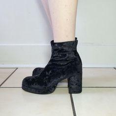 90s size 7.5 black crushed velvet platform ankle boots by 33vtg