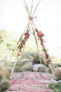 6 deco ideas for a successful boho chic wedding - # deco # Idea . Rustic Wedding Decorations, Wedding Themes, Ceremony Decorations, Wedding Ideas, Wedding Flower Arrangements, Wedding Flowers, Wedding Arches, Diy Flowers, Trendy Wedding