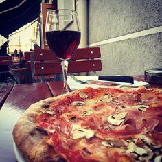 Welch ein Glück wenn man in Straße eine Pizzeria wie L'angolo della Pizza hat. Wie heißt euer #pizzainthehood Nachbarschaftsitaliener?