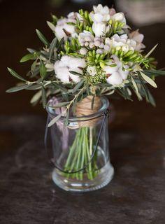 #Ramo de #novia con algodón, hojas de olivo, brunia y fresia. #bodas