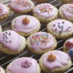 Pas de doute, un gâteau recouvert d'une pellicule sucrée voire colorée et parfumée, c'est terriblement alléchant. Le glaçage, c'est beau, c'est bon...