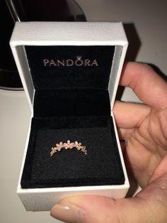 Rose gold – pandora daisy ring – Jewelry And Accessories Pandora Daisy Ring, Pandora Jewelry, Promise Rings Pandora, Pandora Rose Gold Rings, Pandora Necklace, Pandora Bracelets, Cute Jewelry, Jewelry Accessories, Jewelry Design