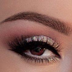 gold glitter eyes with black eye liner