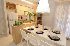 cozinha integrada madeira clara e branco