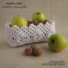 macrame/macrame anleitung+macrame diy/macrame wall hanging/macrame plant hanger/macrame knots+macrame schlüsselanhänger+macrame blumenampel+TWOME I Macrame & Natural Dyer Maker & Educator/MangoAndMore macrame studio Macrame Design, Macrame Art, Macrame Projects, Macrame Knots, Macrame Jewelry, Crochet Basket Pattern, Macrame Patterns, Tapestry Weaving, Crafty Craft