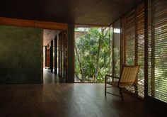 Image 21 of 26 from gallery of Belavali House / Studio Mumbai. Photograph by Studio Mumbai Tropical Architecture, Interior Architecture, School Architecture, Interior Design, Home Studio, Estudio Mumbai, India House, Exposed Concrete, Tropical Houses