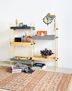 Transit _ a DIY-Shelf.  I designed for the SZ-Magazin / Sueddeutsche Zeitung. Simple, smart and concertible are some characteristics. You can change the order of the elements easily, using them like a box or upside down like a presentation plattform. Besides the fact of storing books, shelves become more and more displays for souvenirs, personal belongings and memories.