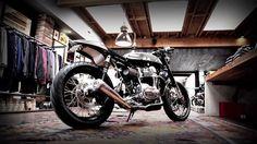 Bro semua pasti tahu www.motorcycle.com, sebuah website yang berbasis di Amerika, yang didedikasikan khusus untuk pecinta motor. Kalo bro jeli memperhatikan nama editor di artikel-artikel motorcycle.com, bro akan menemukan sebuah nama yang cukup familiar di telinga orang Indonesia, yaitu Siahaan.