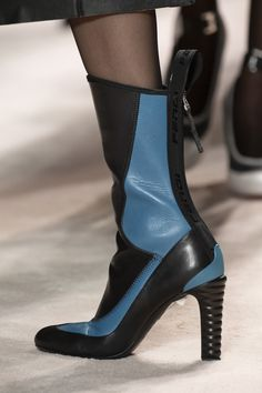 Fendi at Milan Fashion Week Fall 2020 - Details Runway Photos High Heel Boots, Bootie Boots, Shoe Boots, Ankle Boots, Boots Of Spanish Leather, Fashion Week, Milan Fashion, Only Shoes, Trendy Shoes