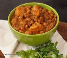 You haven't experienced Durban unless you've enjoyed a Durban Style Sugar Beans Curry. Best known for its status as the classic vegetarian Bunny Chow curry! South African Curry Recipe, South African Recipes, Indian Food Recipes, Bean Soup Recipes, Curry Recipes, Indian Beans Recipe, Homemade Beans, Beans Curry, Curry Spices