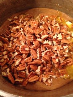 Then add in the vanilla and toss in the chopped pecans. Praline Candy, Pecan Candy, Easy Meal Prep, Easy Meals, Praline Recipe, Pecan Pralines, Candied Pecans, Food Crafts