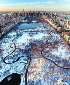 Central Park during an ice age by Craig Beds - The Best Photos and Videos of New York City including the Statue of Liberty, Brooklyn Bridge, Central Park, Empire State Building, Chrysler Building and other popular New York places and attractions. Central Park New York, Empire State Building, New York Weihnachten, Photographie New York, Places To Travel, Places To Go, Voyage New York, Dream City, City Photography