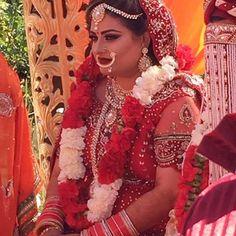 Our gorgeous client Neha from California rocking her #couturebyrani wedding set ! Thank you for sharing Neha #couturebyranibrampton#sikhbride#sparkle#kundan#indianbrides#indianfashion#indianwedding#pearls#beeds#punjaban#kundanjewllery#kundanworkjewellery#punjabibrides#indianfashionblogger#hrcouturebyrani#indianjewlryfashion#sikhwedding by hr_couturebyrani