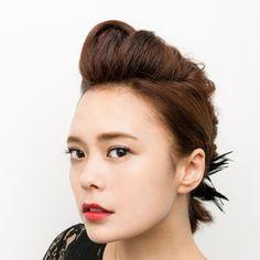 進化形リーゼントでクールに決めて - ボブスタイルのモードなお呼ばれヘアアレンジ | SPUR.JP