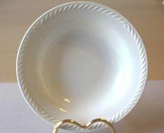 Dyp dessertskål til det SJELDNE serviset SISSEL HVIT - Selges av Proximus54 fra Spydeberg på QXL.no. Dyp dessertskål til det populære serviset SISSEL fra Figgjo. Sissel-serviset ble produsert i 8 farger - og denne i HVIT er av de mest sjeldne farger. Dessertskåla er 17.2 cm i diameter