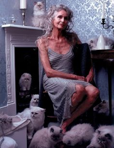 """""""Growing old is compulsory, growing up is optional"""".exclaimed 90 year old supermodel Daphne Selfe. Well Daphne I agree and guarantee… Wise Women, Old Women, Sexy Older Women, Beautiful Old Woman, Beautiful People, Daphne Selfe, Mode Ab 50, Photographie Portrait Inspiration, Estilo Hippy"""