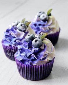 Привет!☺️Давненько что-то в ленте не было черничных капкейков😍✨Нежный и очень сочный кексик с целыми ягодами черники, воздушный и легкий крим чиз, сладкая голубика – фиолетовое удовольствие обеспечено😌💜-#juso_cakes #🎂 #🍰 #моредесертов #капкейк #капкейки #кексы #cupcake #cupcakes #fruits #berries #cupcakewithberries #кекссягодами #капкейксягодами #капкейкисягодами #ягоды #голубика #черничныйкекс #черничныйкапкейк #blueberry #bilberry #bilberrycupcake #bluberrycupcake #bluberrycupcakes Cupcake Candle, Food Illustrations, Sweet Desserts, Dessert Table, Cake Decorating, Bakery, Food And Drink, Cupcakes, Menu