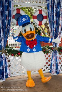 Paradise Pier - Donald Duck