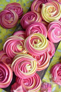 Salmon and mozzarella cake - Clean Eating Snacks Rose Cookies, Meringue Cookies, Macarons, Blackberry Cake, Number Cakes, Cupcakes, Cake Tins, Savoury Cake, Pavlova