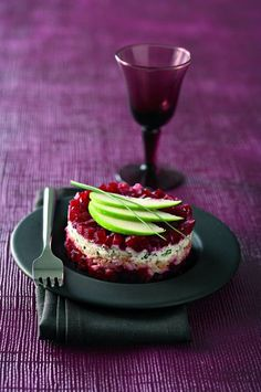 Tártaro de beterraba com truta defumada - The 100 best photographs ever taken without photoshop Tapas, No Heat Lunch, Decadent Food, Food C, Smoked Trout, Recipe For Mom, Appetisers, Beetroot, Creative Food