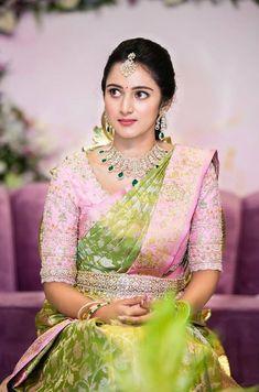 Wedding Saree Blouse Designs, Half Saree Designs, Silk Saree Blouse Designs, Bridal Sarees South Indian, Indian Sarees, Silk Sarees, Pattu Sarees Wedding, Ikkat Saree, Saree Dress
