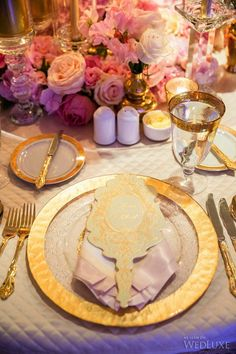 #Gold trimmed tableware with fan-shaped menus and #rose table florals | WedLuxe Magazine #luxurywedding