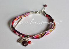 """Bracelet """"Quito"""", chaîne argentée à bille, ruban satiné violet, ruban fleuri Liberty Léon et les citronniers*"""