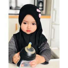 New Cute Children Girl Beautiful Hair Ideas Cute Little Baby, Cute Baby Girl, Cute Babies, Baby Hijab, Girl Hijab, Kids Outfits Girls, Kids Girls, Girl Outfits, Vintage Kids Photography