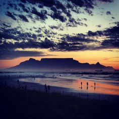 Sunset views of Table Mountain from Blouberg beach in Cape Town, South Africa Table Mountain Cape Town, Namibia, Mountain Sunset, Cape Town South Africa, Beautiful Places To Visit, Beautiful Sites, All Nature, To Infinity And Beyond, Adventure Is Out There